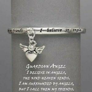 Jewelry - New I believe in angels stretch bracelet